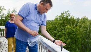 Александр Дрозденко спас птичку
