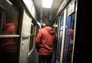 Жителя Архангельска сняли с поезда за недисциплинированное поведение