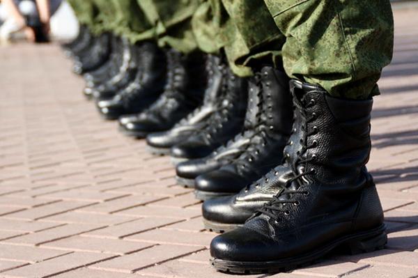 Почти 3 тысячи молодых петербуржцев пополнят ряды российской армии нынешней осенью